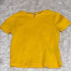 yellow t shirt💛